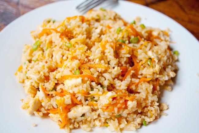 Как приготовить жареный рис по-шанхайски?