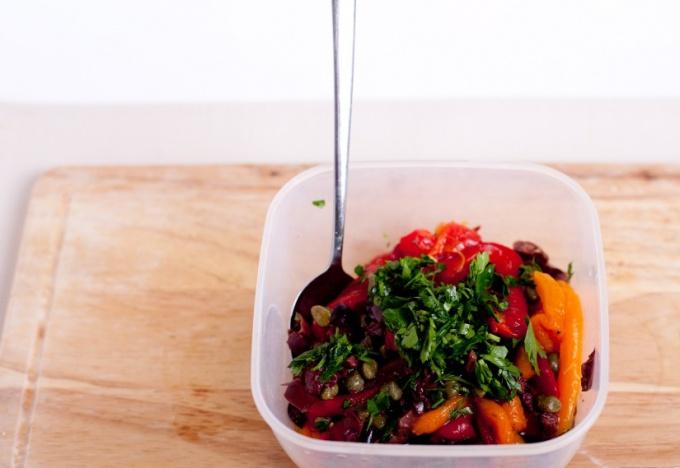Салат из запеченных перцев и баклажан