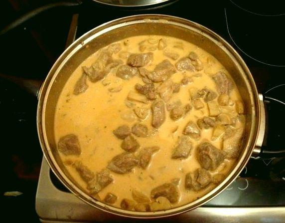Сочное мясо в сырном соусе