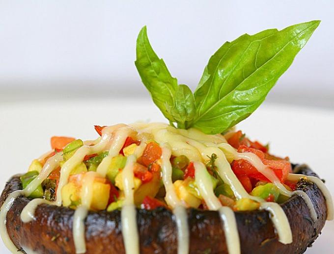 Портобелло, фаршированные авокадо