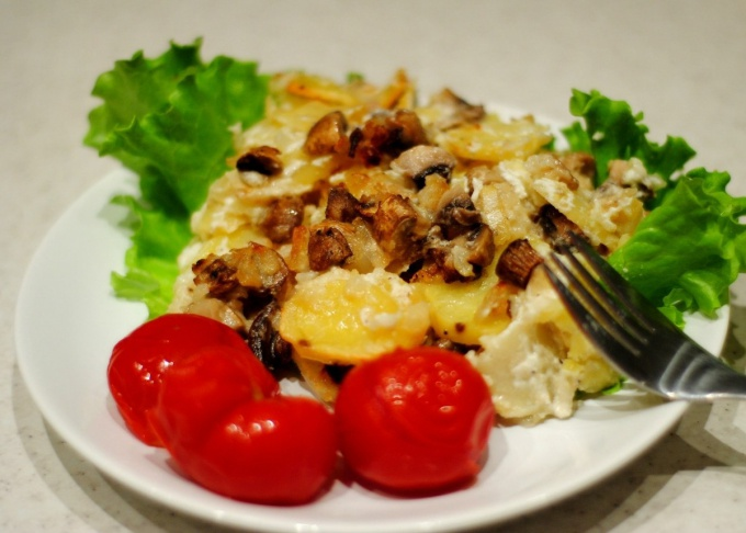 Картофель, запеченный с куриными отбивными