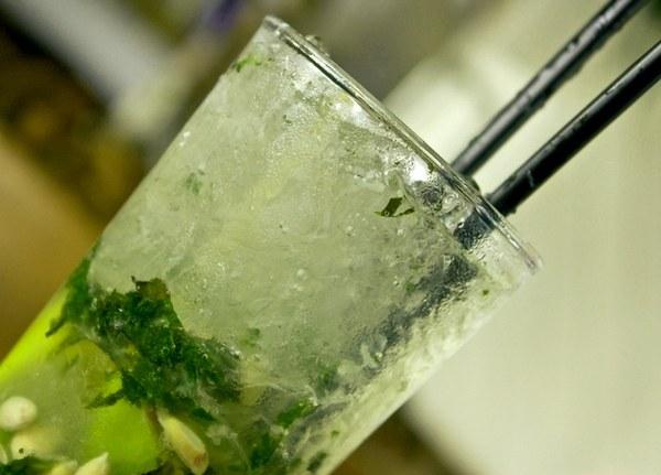 Лайм - популярный компонент коктейлей