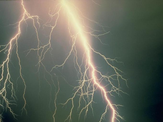 Откуда берется молния
