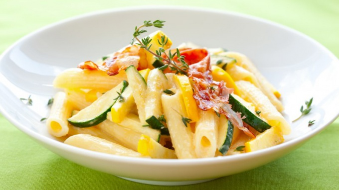 A side dish of pasta with vegetables