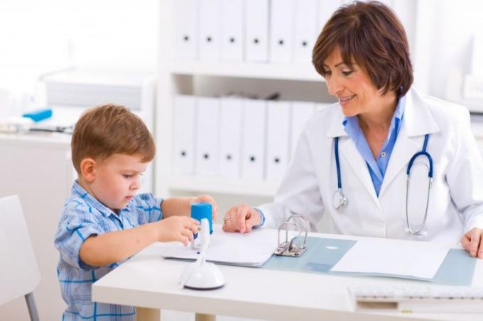 Что делать, если у ребенка нервный тик