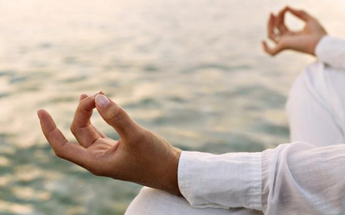 Как освить йогу в домашних условяих