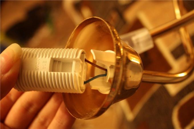 Как подключить патрон к электросети