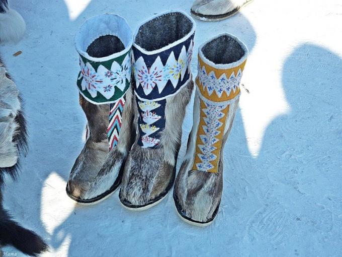 Настоящая сибирская обувь радует глаза своей красотой и самобытностью