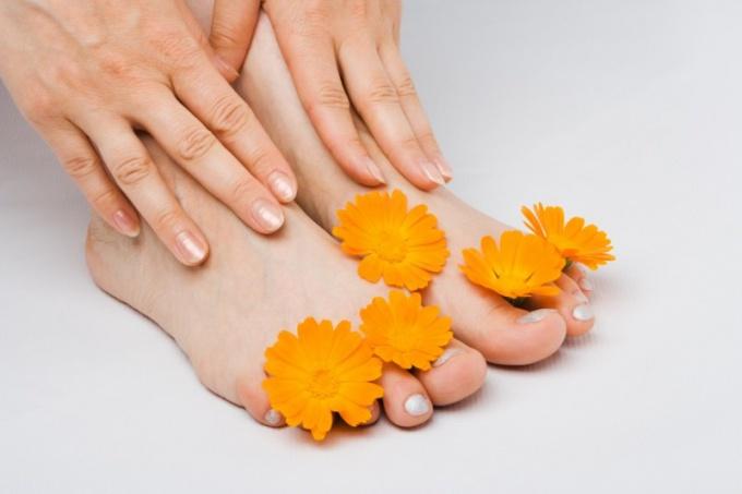 Лечение грибка ногтей ног уксусом видео