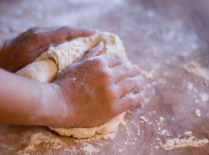 Месить тесто во сне - добрый знак!