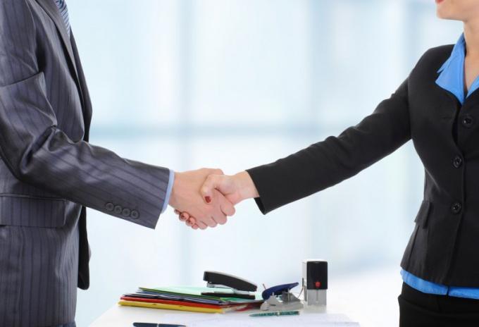 Деловой этикет: как правильно пожать руку