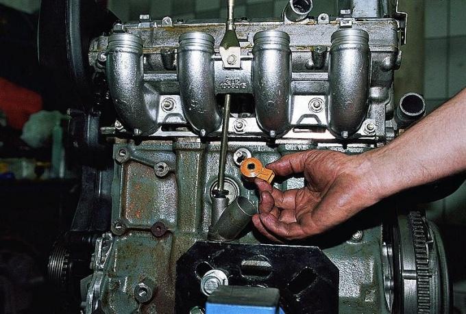 Такая, казалось бы, незначительная деталь, выполняет в системе управления двигателем важные функции