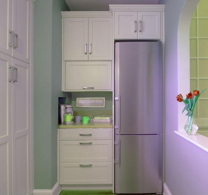 Для размещения холодильника можно использовать ниши