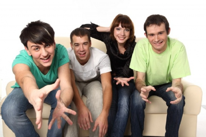 Как наладить отношения с друзьями мужа
