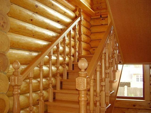 Шикарная лестница из дуба и лиственницы