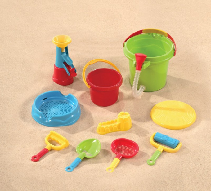 Как выбрать игрушки для песочницы