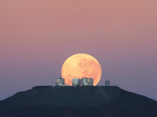 Луна нал горизонтом