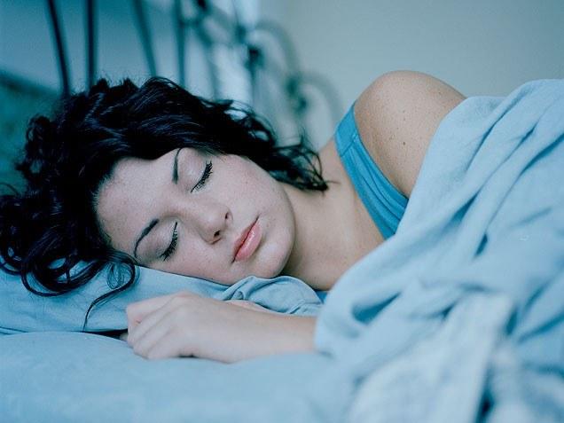 Почему полезно спать головой на север