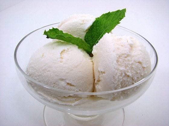 Домашнее мороженое «Лакомка» по вкусовым качествам ничем не уступает магазинному