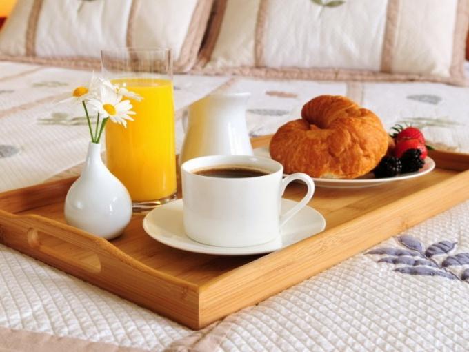 Завтрак в постель – это целый ритуал, романтичный и красивый