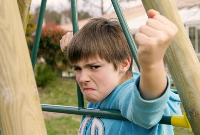 Как подростку решить проблемы общения со сверстниками