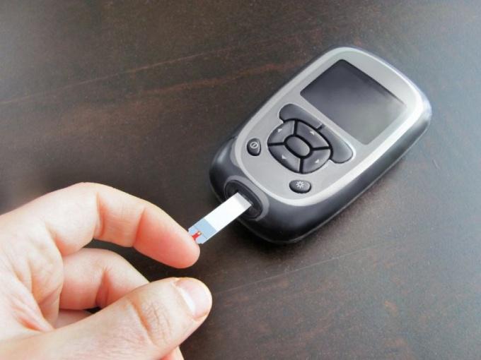 Как снимать показания глюкометра