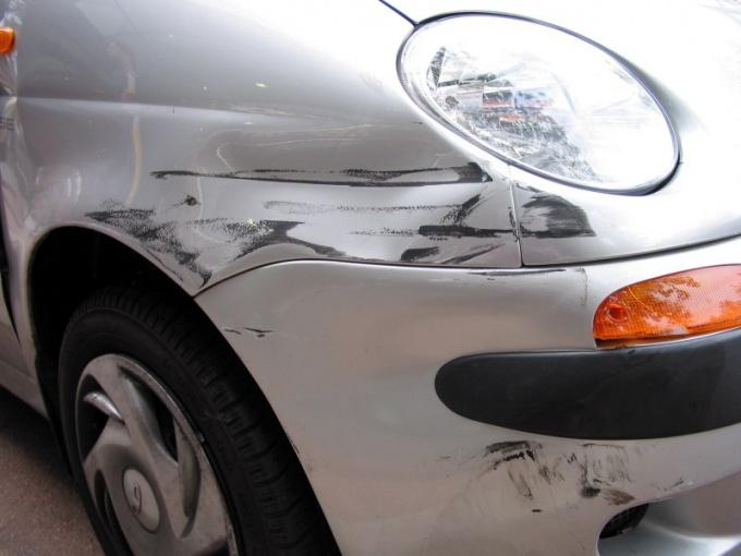 Что делать, если поцарапали машину, а платить отказываются