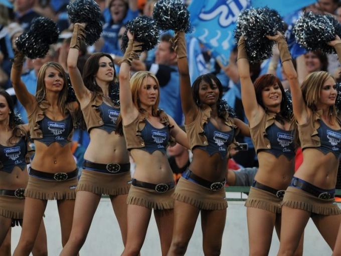 Выступления девушек из группы поддержки иногда более зрелищны, чем сам матч