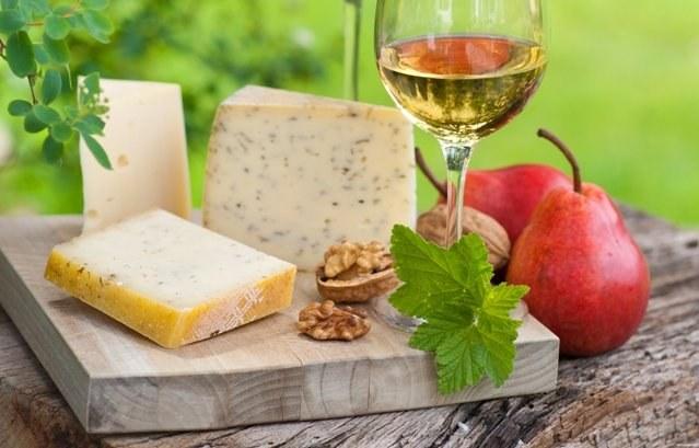 Изысканное белое вино украсит праздник, семейное торжество, дружескую вечеринку, деловой или романтический ужин