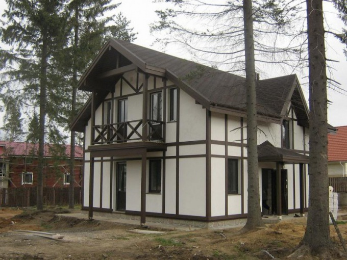 Недорогой каркасный дом многие хозяева строят своими руками