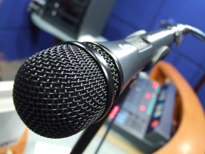С микрофоном наперевес