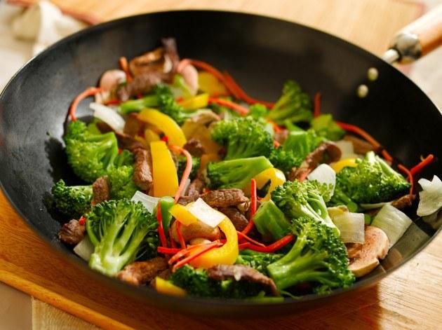 Как приготовить овощи в сковороде вок