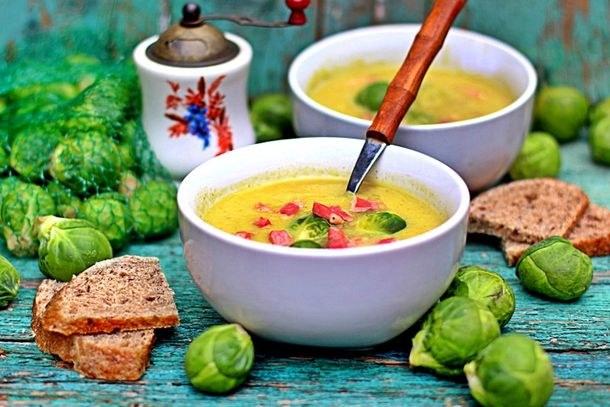 Полезный и вкусный суп из брюссельской капусты по питательным свойствам не уступает куриному бульону