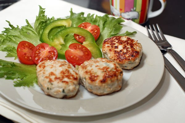 Delicious and juicy burgers, vegetables and Turkey - a real find for devotees of healthy nutrition