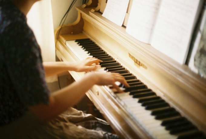 Как самостоятельно научиться писать музыку