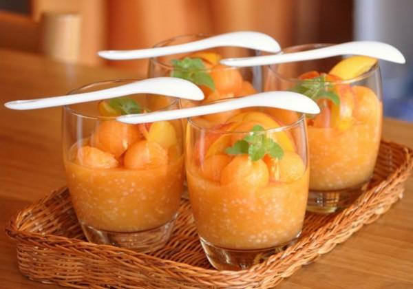 Как приготовить десерт из дыни и нектарина
