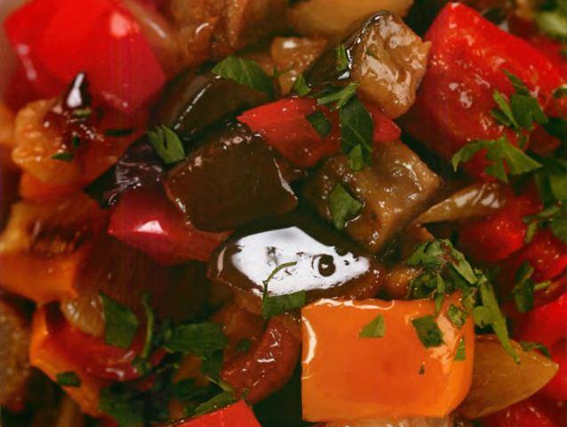 Маринованные баклажаны с помидорами и перцем
