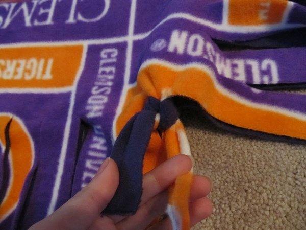 Как легко сделать одеяло из флиса