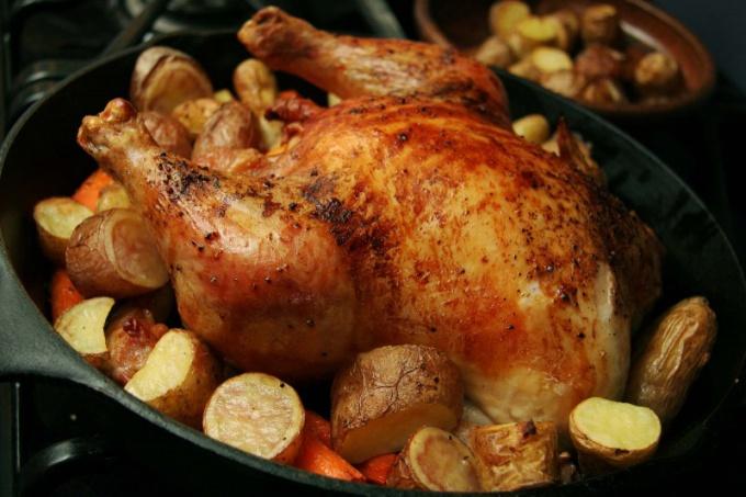 В духовке легко приготовить праздничные и повседневные блюда