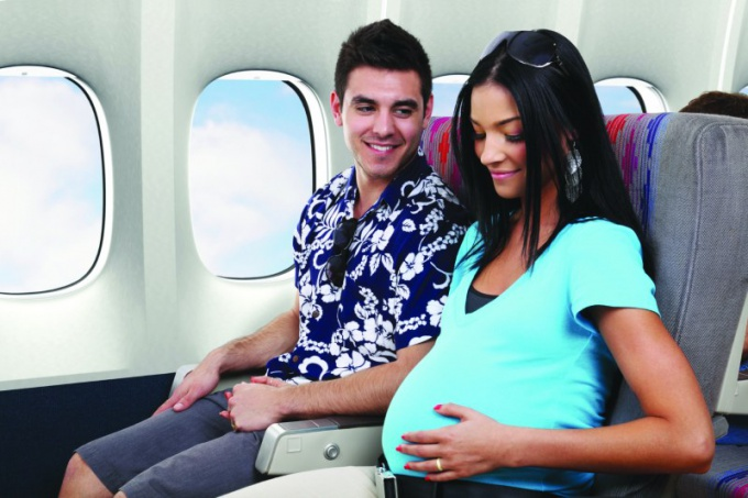 http://www.cityguideny.com/uploads2/64201/Pregnant-Traveling-Lady-Airplane.jpg