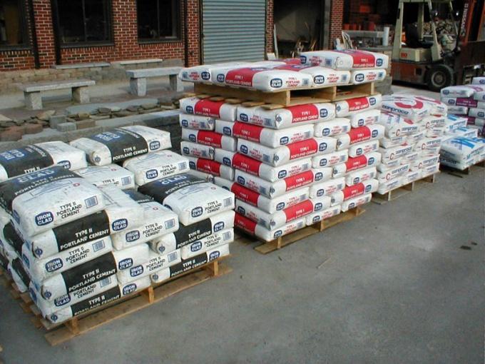 Важно не только правильно выбрать цемент, но и хранить его в надлежащих условиях