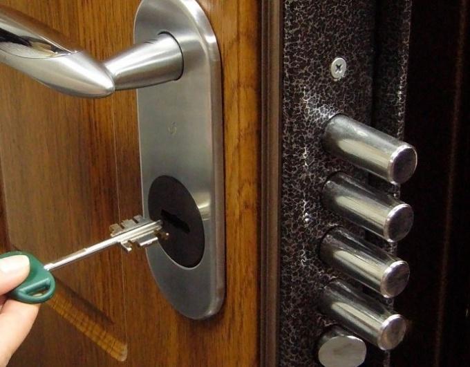 Как заменить дверной замок