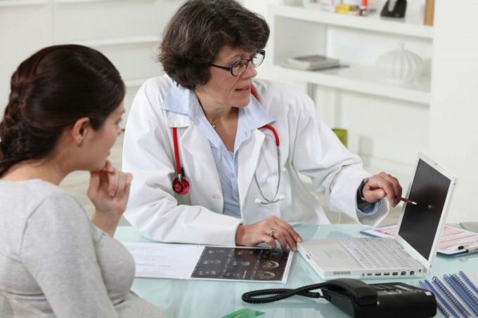 Угроза выкидыша требует немедленного обращения к врачу