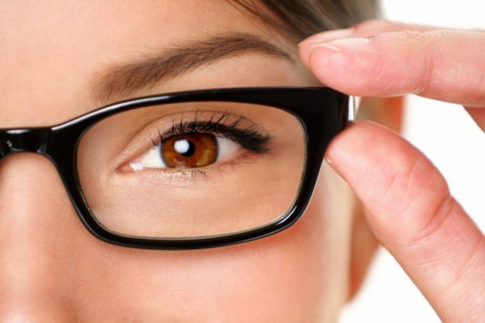 Согласно статистике, в коррекции зрения нуждается каждый четвертый россиянин, а в Японии и Китае очки носят больше половины жителей