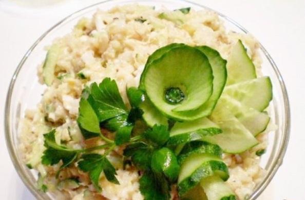 Салат с сайрой и свежим огурцом