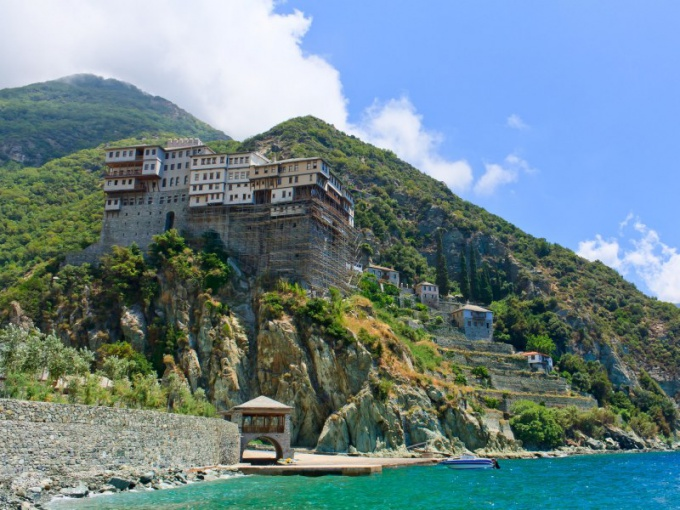 Where is the famous mount Athos