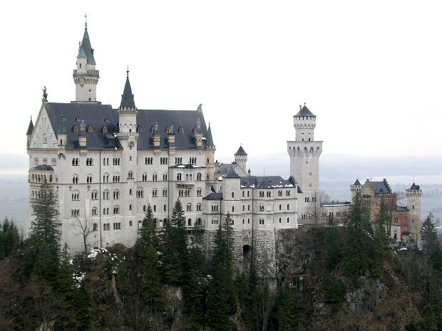 Где находится и чем знаменит замок Нойшванштайн