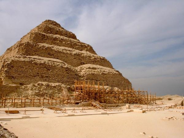 Какая египетская пирамида была построена самой первой