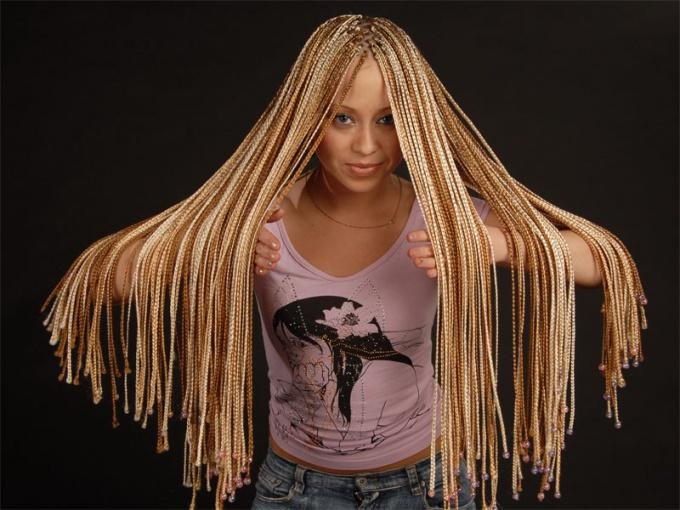 Плетение африканских косичек с нитками фото