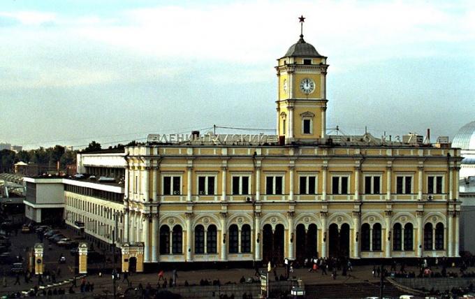 Где находится Ленинградский вокзал
